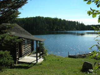 1200px-Greyowls_cabin_ajawaan_lake