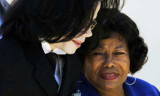 Michael-Jackson-and-his-mother-Katherine