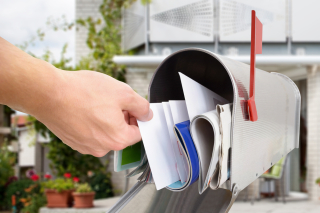 17764-Hand-in-mailbox